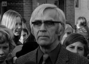 Pirkkalan kirkonkylän ala-asteen rehtori Väinö Lemponen (1973).