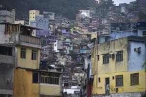 Stadsvy från favelan Rocinha i Rio de Janeiro