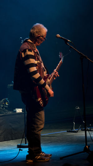Kuvassa Pertti Kurikan Nimipäivät -yhtyeen kitaristi Pertti Kurikka.
