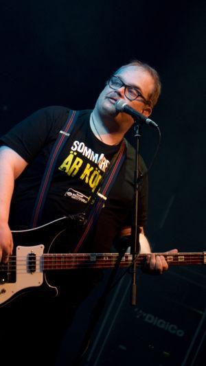 Kuvassa Pertti Kurikan Nimipäivät -yhtyeen basisti Sami Helle.