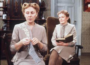 Seela Sella (Kristiina) ja Ritva Ahonen (Ulriika) näytelmässä Gabriel, tule takaisin 1979.