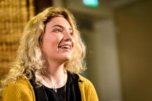 Luciakandidat Maryelle Steffansson intervjuas.