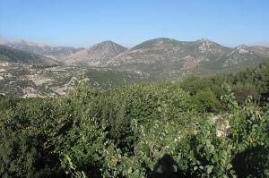 Vuoristomaisemaa, jossa on Hizbollahin ulkoilmamuseo.