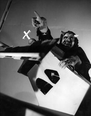 Paholainen (Tarmo Manni) Topin unessa (1959).