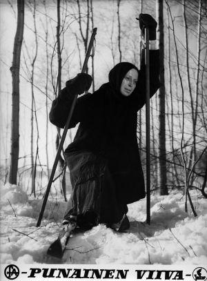 Riika (Liisa Nevalainen) elokuvassa Punainen viiva (1959).