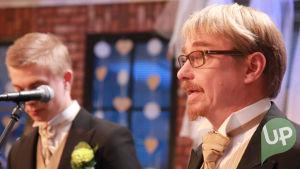 Vilman ja Janin häät, Asko Haaviston juhlapuhe, vieressä Karri Palomäki