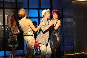 Vilma, Krista, Jani ja Emmi lavalla.