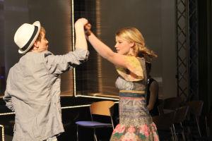 Vilma ja Jani tanssivat yhdessä.