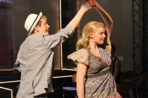 Vilma ja Jani tanssivat.