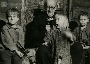 Ilmari Kianto ja Punaisen viivan lapsinäyttelijät (1959).