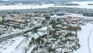 Flygbild över ett vintrigt Tammerfors.