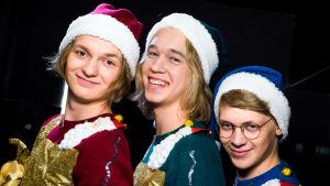 Kuvassa Osku Haavisto (Atte Reunanen), Lenni Morris (Joel Bonsdorff) ja Roni Siren (Ville Rossi).