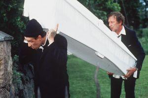 Pekka Huotari ja Sulevi Peltola tv-draamassa Johanneksen leipäpuu (1994).