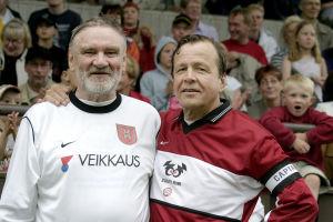 Jukka Virtanen ja Arvi Lind jalkapallojoukkue Zoomin ottelussa 2004.