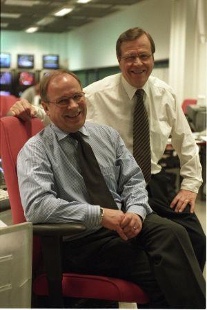 TV-uutisten juontajat Arvi Lind ja Kari Toivonen vuonna 2003.