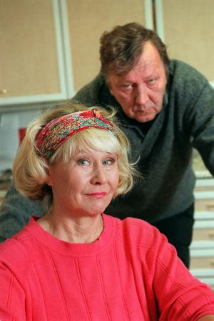 Anja ja Onni Partanen (Eeva Litmanen ja Sulevi Peltola) vuonna 1999.