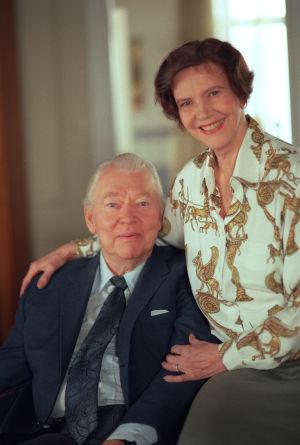 Martti (Kauko Helovirta) ja Maija Mäkimaa (Tiina Rinne) vuonna 1995.