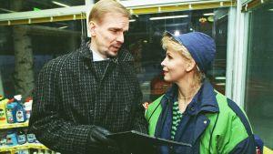 Jukka Puotila Ja Anitta Niemi Kotikatu-sarjan kuvauksissa