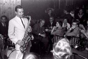 Stan Getz spelar saxofon på jazzklubben Montmartre i Köpenhamn.