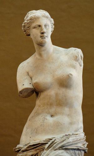 Staty som föreställer Venus från Milo i museet Louvren i Paris.