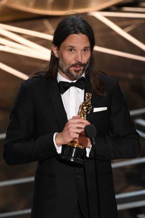Linus Sandgren håller tacktal på Oscarsgalan 2017.