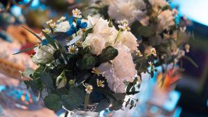 Kuvassa hääkoriste kukkia