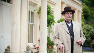 """David Suchet Hercule Poirottina """"Dead Man's Folly"""" -ohjelmassa."""