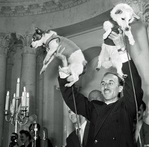 Oleg Gazenko esittelee Belka ja Strelka -avaruuskoiria