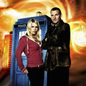 Doctor Who (Christopher Eccleston) ja Rose Tylerin (Billie Piper)