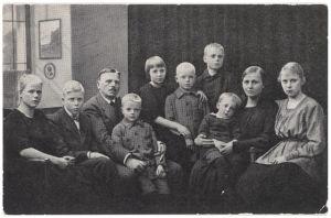 Riksdagsmannen Vilho Reima tillsammans med sin familj.