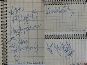 Jimi Hendrix Experiencen jäsenten nimikirjoitukset Anneli Strandénin vihkosta.