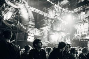 Yleisöä konsertissa Kultuurikatelissa Tallinnassa.