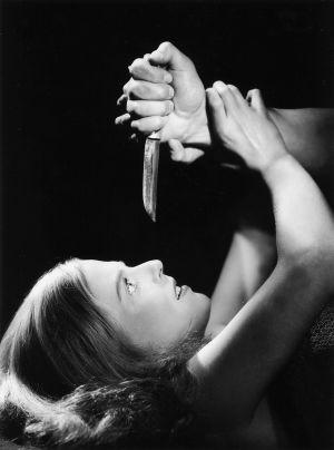 Tulion elokuva Intohimon vallassa, pääosassa Regina Linnanheimo.
