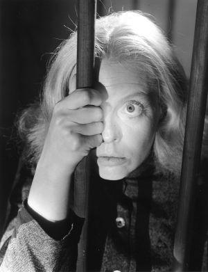 Regina Linnanheimo elokuvassa Rikollinen nainen.