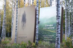 kaksi kirjaa Metsässä