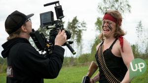 Kuvassa UP:n nettisarjan kuvaaja Erkki Suokonautio ja Tomi Karhu (Antti Väre).