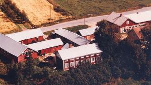 Matti Pohdon synnyinkoti ennen kuin se purettiin 1980-luvun lopulla. Talon oikealla oleva pääty oli rakennettu vasta Pohdon ajan jälkeen.