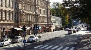 Verdandihuset och Bassihuset sedda från Auragatans och Slottsgatans hörn.