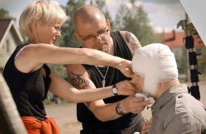 Maskeeraajat työssään (2003).