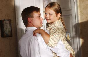 Juhani (Mikko Pörhölä) ja Liisa (Repekka Uotila) tv-draamassa Kirje isältä (2003).