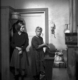 Kohtaus tv-draamasta Mustat ja punaiset vuodet (1973