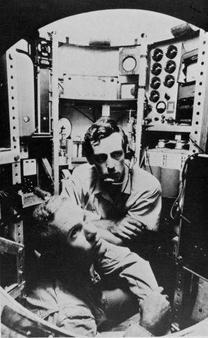 Don Walsh och Jacques Piccard i batyskafen Trieste i januari 1960.