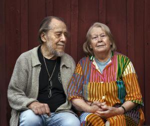 Porträtt på två äldre personer.