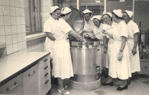 """Nordkalks personalrestaurang """"Mässen"""" på 50-talet."""