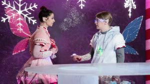 Kuvassa Anni Malinen (Anette Aghazarian) ja Roni Siren (Ville Rossi).