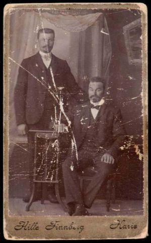 Bröderna Fredrik Feldt och Vilho Palmu (fd Feldt) i Karis ca 1908-1910.