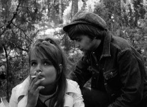 Kristiina Halkola ja Eero Melasniemi elokuvassa Käpy selän alla.