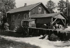 Anianpellon eli Leinon mylly sekä pärehöylä Vääksyn joessa Asikkalassa n. 1937