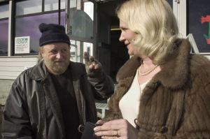 Nättelijät Esko Salminen ja Miitta Sorvali Varpuset-tv-elokuvassa.