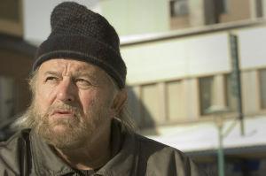 Näyttelijä Esko Salminen Varpuset-tv-elokuvassa.